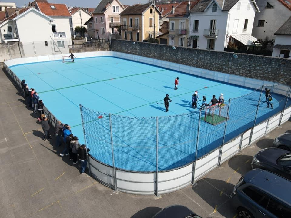 Création d'un terrain extérieur de hockey ouvert à tous proche de la patinoire