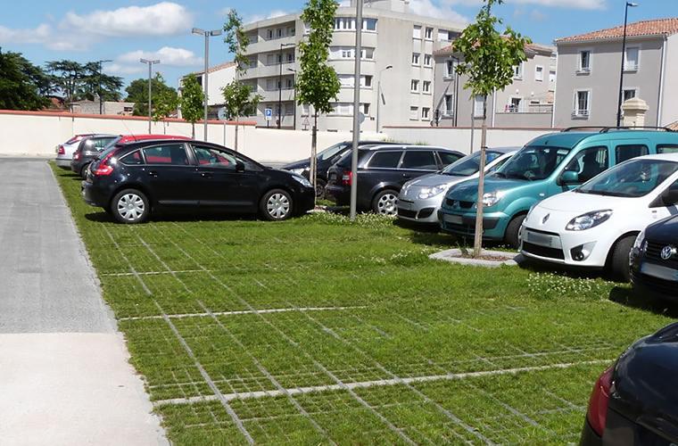 Création  de places de parking végétalisées