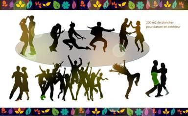 27 / Une piste de danse dans un parc avec plancher en bois durable