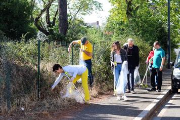 Action de Nettoyage sur les alentours du Quai des Carmes avec l' Association CLEAN - Les Amis de la Propreté